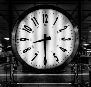 Analogue clock black and white